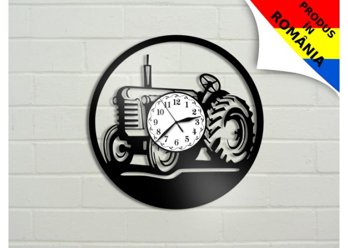 Ceas cu tractor