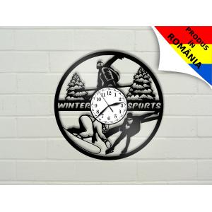 Ceas cu sporturi de iarna: schi, snowboard, patinaj